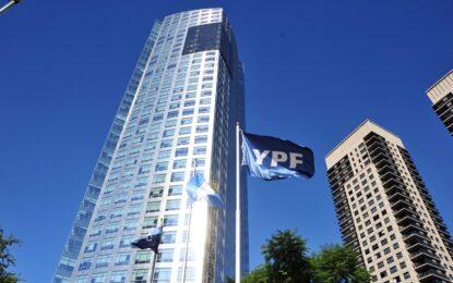 YPF cerró con éxito su canje de deuda y zafó del default